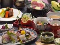 スタンダードな夕食の一例。地魚中心の盛込みでご提供致します。(一例)