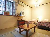 【かたくり】の和洋室は1室限定、両隣に客室のない森側の部屋となります。