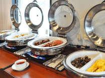 【朝食】品数豊富な和洋バイキングで元気な一日のスタートを♪
