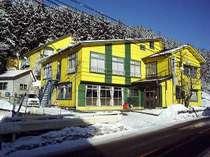 黄色い建物が目印です!!