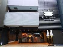 1階はフロントとレストランがございます。