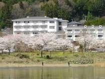 河口湖&ホテル全景~春~