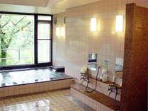 【お風呂(女湯)】物部川を眺める浴場。良質の温泉で疲れもどこかへ…♪