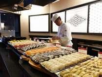 ■【メインダイニング天河】お寿司コーナー/大人も子供も大好き! 職人が握る、お寿司をご堪能ください!