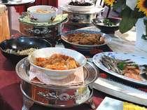 朝食バイキングは和食&洋食の料理をご用意します。