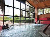 疲れた身体をほっと一息♪美肌効果抜群の肌にやさしいアルカリ性単純温泉で、さらさらになると評判です。