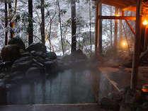 雪景を楽しむ露天風呂