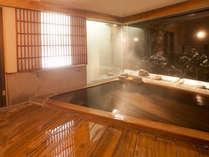 *家族風呂・内風呂:窓の外は大自然。貸切でお楽しみください。