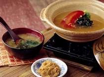 ■ご朝食-地元のお味噌を使った「味噌汁鍋」温かいうちにお召し上がりください。