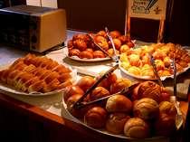 ■ご朝食-夏季期間のみ「バイキング」をお召し上がりください。種類豊富でお腹いっぱい♪