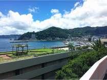 当館越しの熱海の風景~ホテル前国道135号線より~