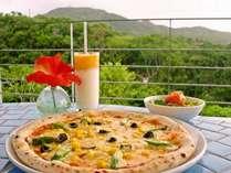 オープンカフェでナポリピザを召し上がりませんか