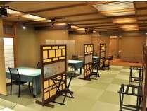 和風お食事処『七重』琉球畳にテーブル椅子をセット。各部屋ごとにパテーションで区切っています