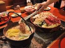 冬はいろりを囲んで猪鍋♪豪快に猪肉を投入!!!肉も野菜も汁までとことん堪能(一例)