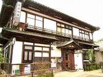歴史ある建物を平成16年に移築。(写真は本館で、この後ろに増築した近代の建物がつながっております)