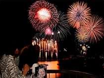 客室のバルコニーから見る花火大会