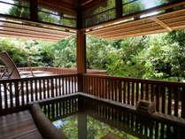 銀箭◆部屋付露天風呂。ゆったり広めに設けられた露天風呂からは、四季折々の景色が愉しめる