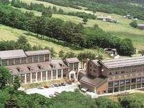 猪苗代観光ホテルは会津磐梯山の中腹に位置し、眼下には猪苗代湖を一望。会津観光の拠点にも最適です。