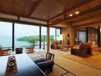 【露天風呂付・湖側】特別室 天の座スイート(客室一例)/阿寒湖の雄大な景色をお愉しみいただけます。