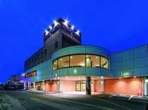 *【外観(夜)】秋田新幹線大曲駅から徒歩8分!高速道路のICは車で約15分★
