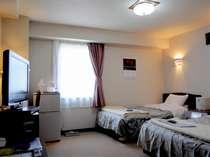 *ツインルーム(一例)大型テレビや冷蔵庫など、設備も充実しております。