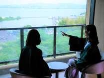 雄大なびわ湖の眺望が心を和ませます