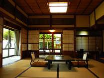 桐の間 昭和22年建築の部屋の所々の細工が印象的な数寄屋造りの日本建築。
