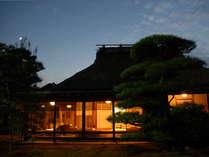 藁の家 夜景