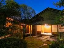 茶室様式・洋館様式など様々な離れの棟をご用意しております。(写真は茶室を有する【離れ聴涛亭】)