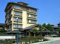 金沢の奥座敷「湯涌温泉」に位置する懐石料理が自慢の宿。