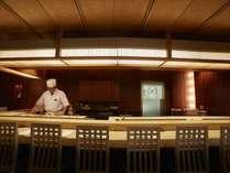 【乾山】江戸前寿司。全国各地から、その日とれた天然の魚貝類を多く取り入れています。