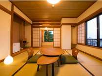 和室8畳(洗面、ウォシュレット付)最大4名様までご利用可能。ゆったり御寛ぎ頂ける広さです。