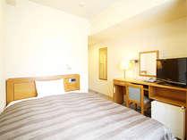 【シングルルーム】ベッド_140×196(cm) 全室無料インターネット回線完備