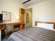 【セミダブルルーム】ベッド_140×196(cm) 全室無料インターネット回線完備