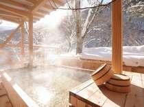 【天空の小鳥風呂・角】 雪見の露天風呂で至福のひと時を