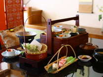 お部屋食プランのお料理一例。周りを気にせずごゆっくり。