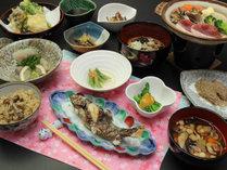 【山の恵み】岩魚のお造りと旬菜料理をご堪能