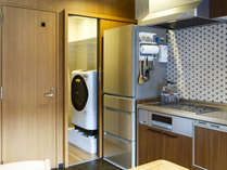 共用洗濯乾燥機、冷蔵庫、キッチン