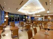 1階洋食レストラン『アゼリア』
