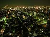 東向きのお部屋からの夜景です。