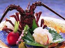 調理直前まで生きていた伊勢エビはプリプリで甘くて絶品です。お刺身でも塩焼きでも。