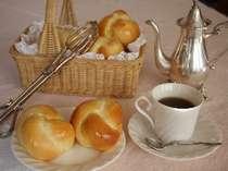 朝食の手作りパン