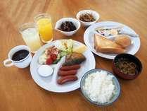 朝食例 6:30~9:00セルフサービスとなっております。ご飯・パンなどご用意しております。