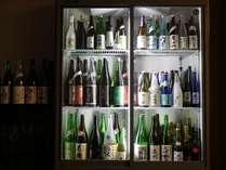 限定酒を中心に80種類以上の地酒が並びます。