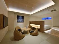 【特別室椿】露天風呂付きの和洋室 お酒を楽しむ畳エリア