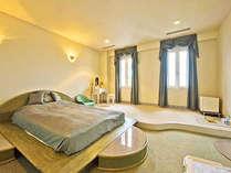 *3階洋室。ゆったりとしたお部屋は、ワンちゃんも一緒に宿泊できます♪