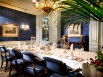 【アジュール】ノーブルな雰囲気の個室「ル・サロン・ブルー」。大切な会食に。