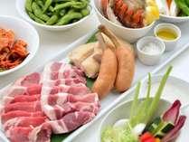 夏季限定 バーベキューテラス 大和豚のロース、オマール海老テールなどの豪華食材をご用意いたします。