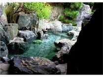 産婆石が立ち並ぶ大露天風呂!ごゆっくりお浸かりください。