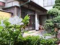 外観◆入り口左側にお客様の客室がございます!